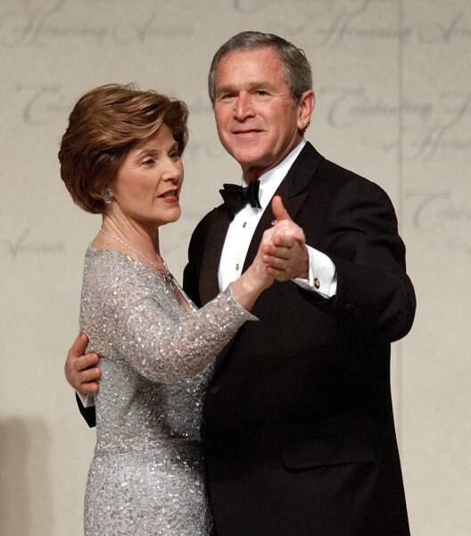 Laura et George W. Bush dansent lors du bal d'investiture, le 20 janvier 2005, à Washington. George W. Bush a été élu pour un second mandat.