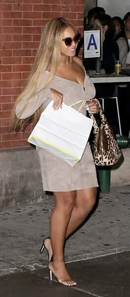 Beyonce a opté pour une robe courte et décolletée Jean Claude Jitrois, le 29 septembre 2017.