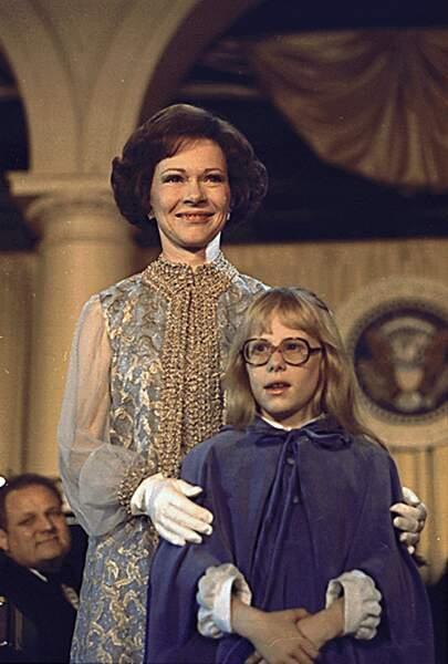 Rosalynn Carter, avec sa fille Amy, lors du bal d'investiture, organisé le 20 janvier 1977.