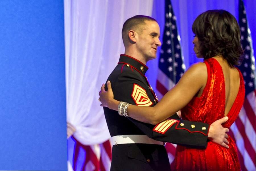 Michelle Obama, lors du bal d'investiture, le 21 janvier 2013. Elle est resplendissante dans sa robe rouge.