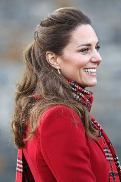 Kate Middleton et sa demi- queue de cheval légèrement bombée.