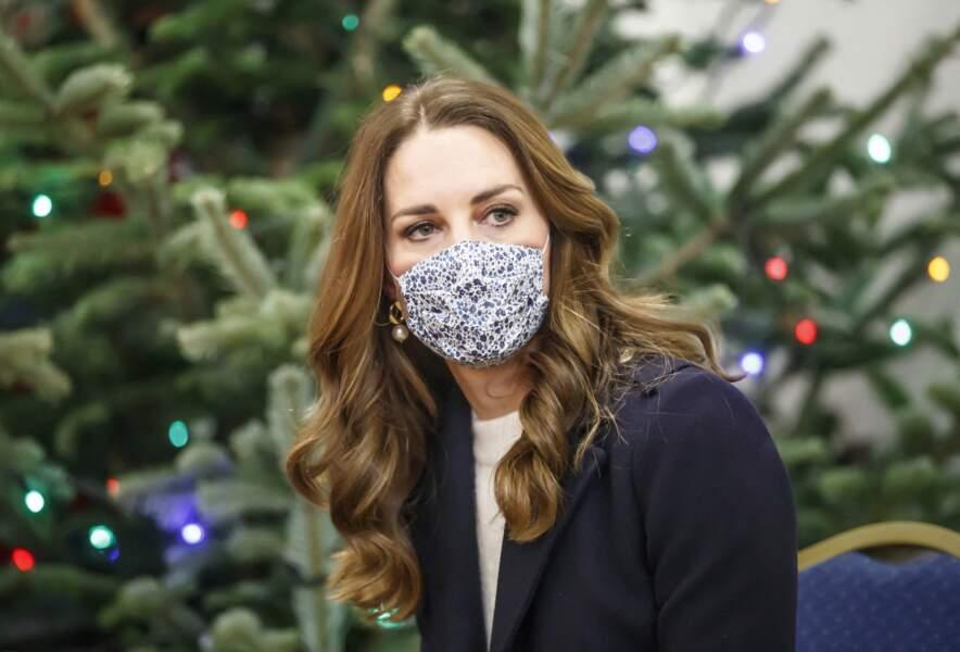 Kate Middleton de plus en plus adepte des longueurs torsadées, le 7 décembre 2020.