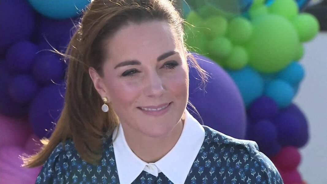 Kate Middleton modernise sa queue de cheval d'une mèche sur le côté, le 5 juillet 2020.