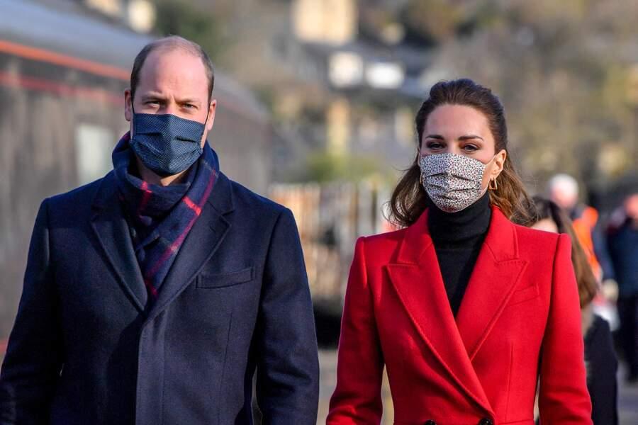 Kate Catherine Middleton et le prince William arrivent à la gare de Bath, avant de se rendre dans un centre de soins pour rendre hommage au personnel lors de la pandémie de coronavirus, le 8 décembre 2020