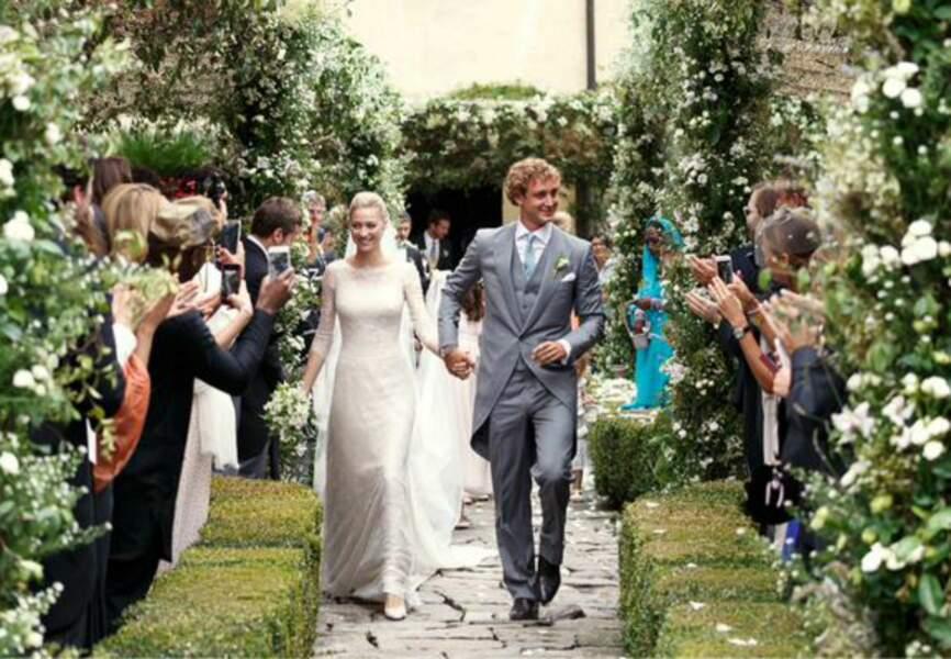Pour la cérémonie religieuse, la mariée portait une robe ivoire signée Giorgio Armani Prive