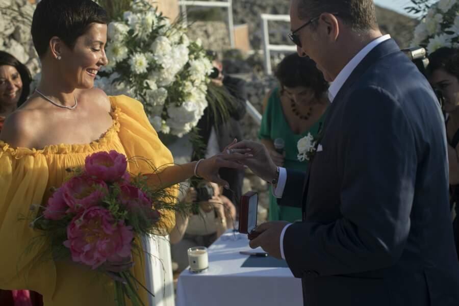 Cristina Cordula sublime dans sa robe jaune signée Giambattista Valli a la bague aux doigts