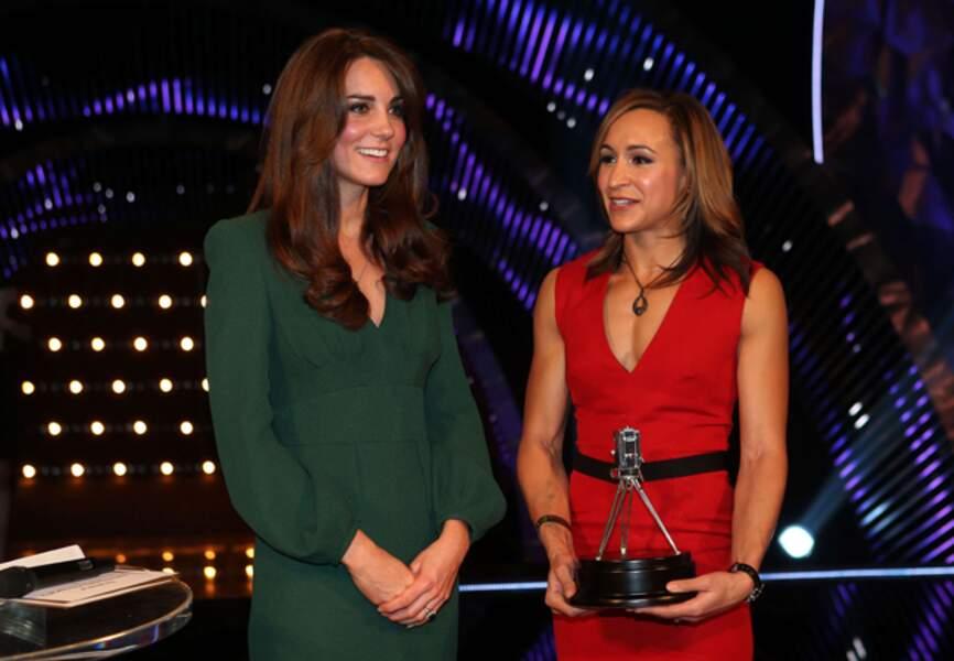 Lors de la remise des prix des sportifs de l'année, Kate opte pour une longue robe verte Alexander McQueen
