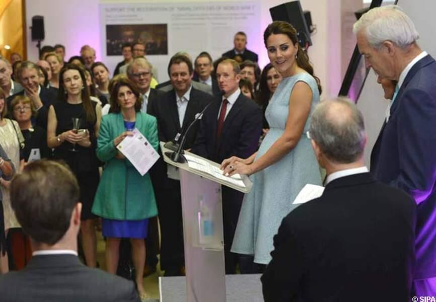 24 avril 2013 - Catherine en robe bleu ciel Emilia Wickstead