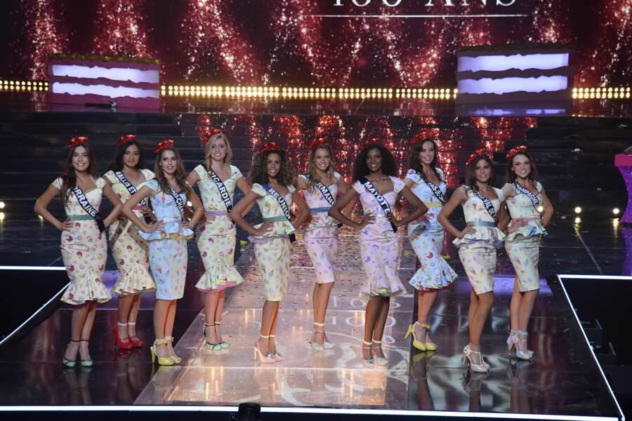 Les candidates divines sur la scène du Puy du Fou lors de l'élection de Miss France 2021