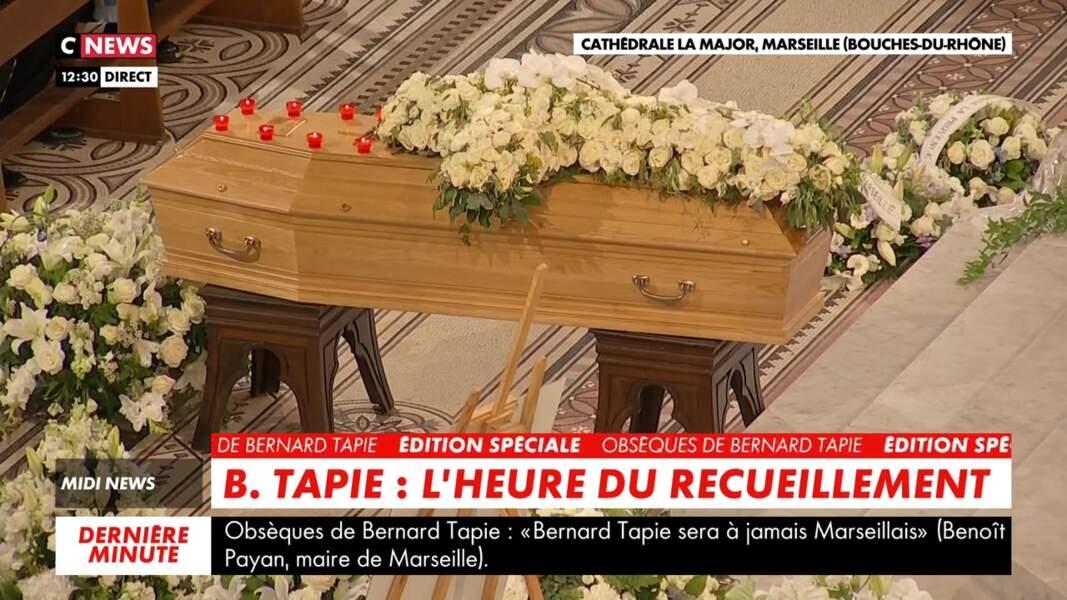 Une minute de silence a été observée pour les obsèques de Bernard Tapie célébrées en la cathédrale de la Major, à Marseille, le 8 octobre 2021.