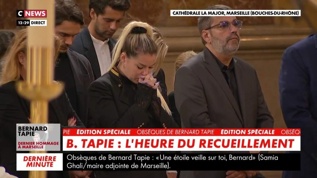 Sophie Tapie s'est montrée très émue lors des obsèques de Bernard Tapie en la cathédrale de la Major, à Marseille, le 8 octobre 2021.