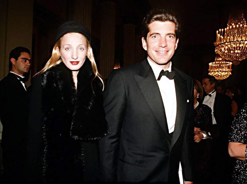 JFK Jr et son épouse, Carolyn Bessette, au théâtre La Scala de Milan, le 7 décembre 1997.