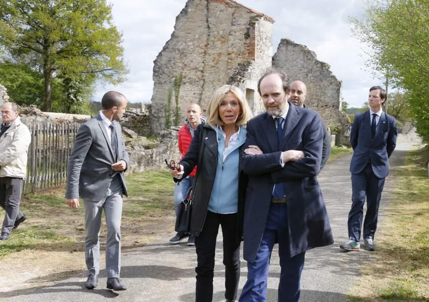 Férue de culture, Brigitte Macron est également proche de Jean-Marc Dumontet, producteur de spectacles et propriétaire de plusieurs théâtres parisiens, qui a très tôt rejoint Emmanuel Macron.