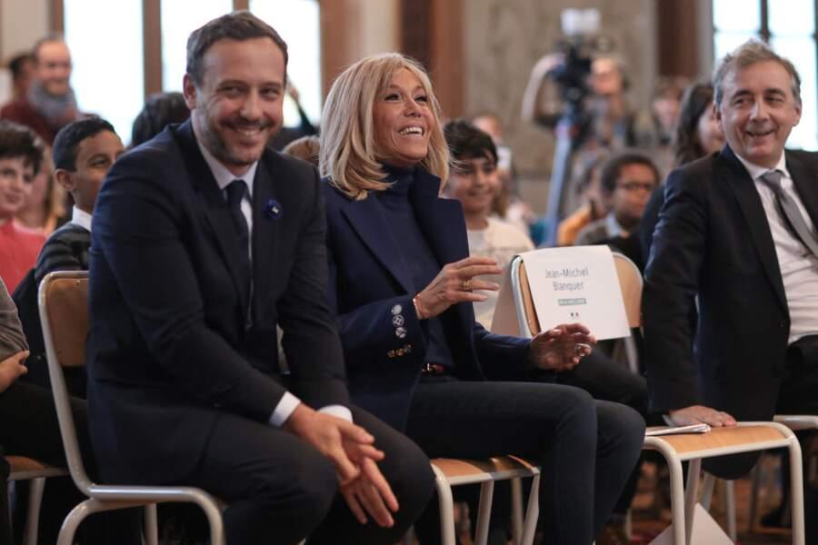 Brigitte Macron oeuvre aussi au côté d'Adrien Taquet, secrétaire d'État chargé de l'Enfance et des Familles. C'est d'ailleurs à l'épouse d'Emmanuel Macron qu'il devrait sa nomination.