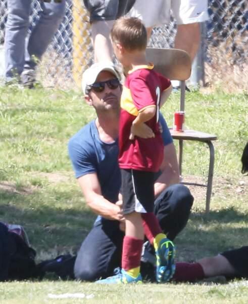 Patrick Dempsey peut parfois être aperçu en leur compagnie lors de matchs de football.