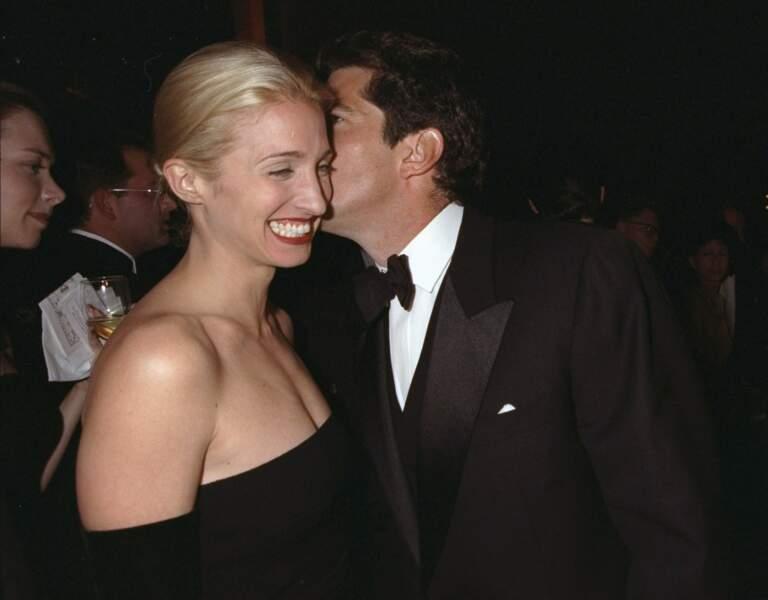 John Kennedy Jr. et Carolyn Bessette Kennedy, un couple ultra glamour qui continue de rêver.