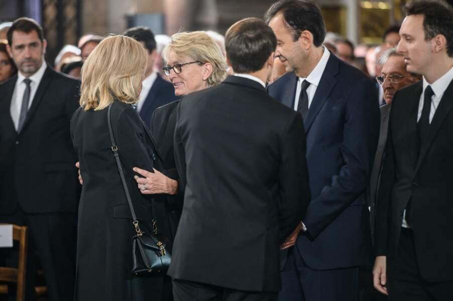 Depuis, Brigitte Macron et Claude Chirac sont restées proches, comme en témoigne cette photo prise au moment des obsèques de Jacques Chirac, en l'église parisienne Saint-Sulpice, le 30 septembre 2019.