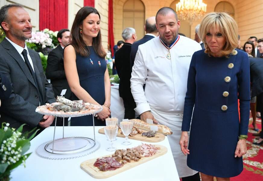 Brigitte Macron fait très attention à son alimentation et prend incontestablement soin de sa santé. Régulièrement, elle s'entretient avec Guillaume Gomez, le chef des cuisines du palais présidentiel, pour lui faire part de ses recommandations.