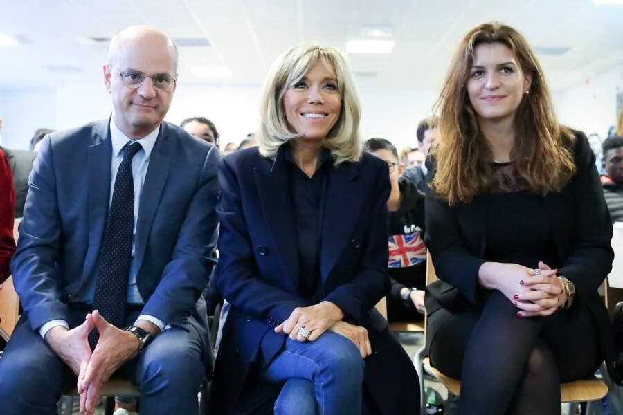 """Brigitte Macron, entourée de ses deux """"chouchous"""" du gouvernement, lors d'une visite à Clamart, en novembre 2018, pour évoquer la lutte contre le harcèlement à l'école sous toutes ses formes."""