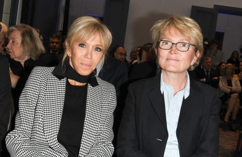Dans l'entourage de Brigitte Macron, figure aussi Claude Chirac, qui a joué un rôle important pour que l'épouse d'Emmanuel Macron succède à sa mère, Bernadette Chirac, à la tête de la Fondation Hôpitaux de Paris-Hôpitaux de France.
