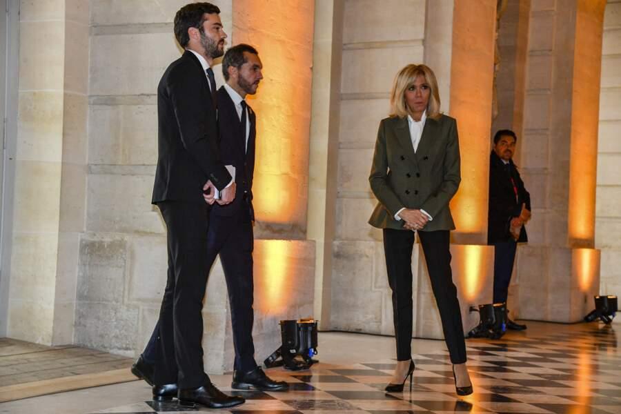 Brigitte Macron, entourée de son chef de cabinet Tristan Bromet et de son directeur de cabinet Pierre-Olivier Costa, au château de Versailles, le 11 novembre 2018.