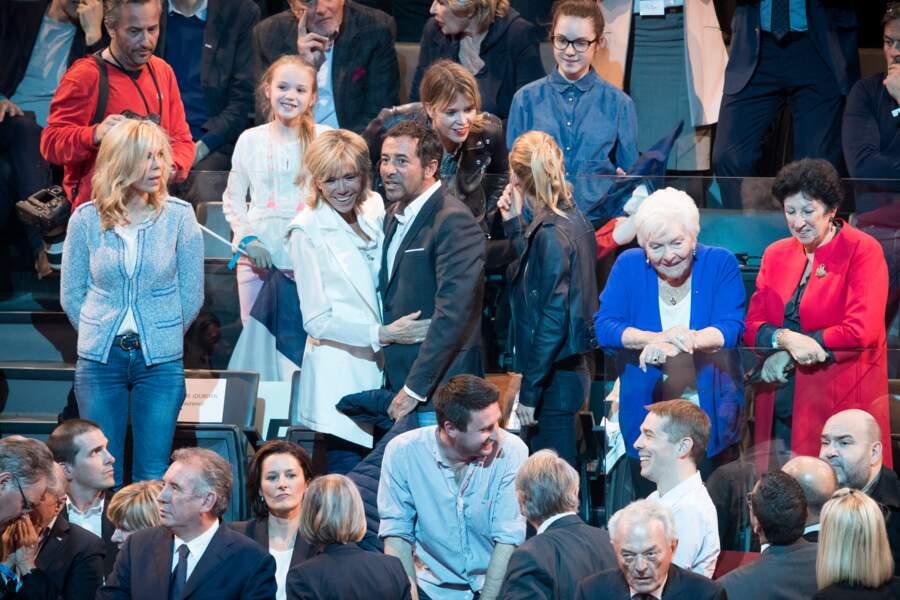 Présent lors des meetings du candidat Emmanuel Macron, Bernard Montiel fait également partie des proches de la Première dame.