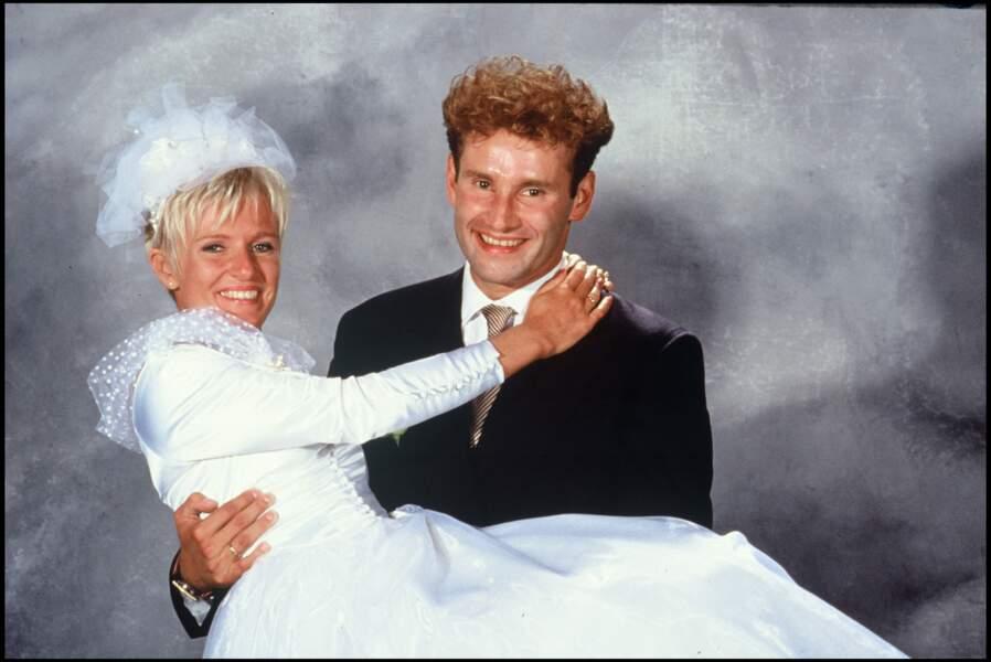 Très complices, Sophie Davant et Pierre Sled, lors de leur mariage en 1991. Ils resteront mariés plus de 20 ans.
