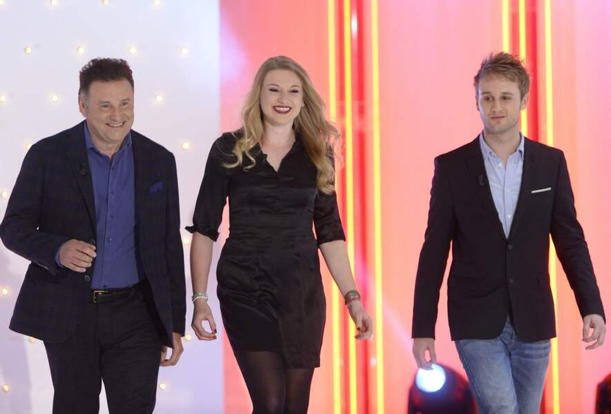 """Avant Erik Orsenna, Sophie Davant a été mariée avec Pierre Sled. Ensemble, ils ont eu deux enfants : Valentine Sled et Nicolas Sled. Ici, avec leur père, Pierre Sled, lors de l'enregistrement de l'émission """"Vivement Dimanche"""" à Paris le 1er Avril 2015."""