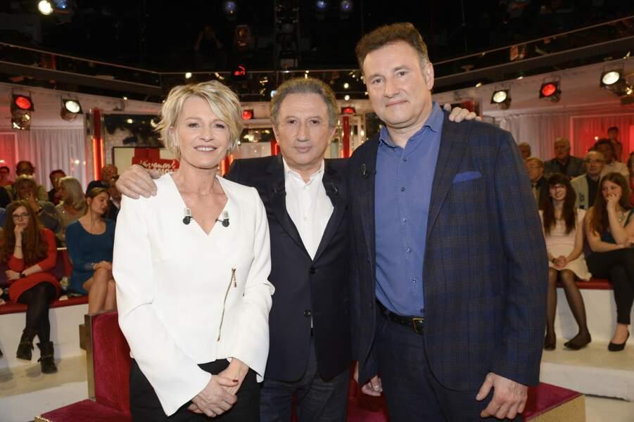 Sophie Davant, avec Michel Drucker et Pierre Sled, en 2015, dans Vivement Dimanche. Le couple s'était séparé trois ans plus tôt.