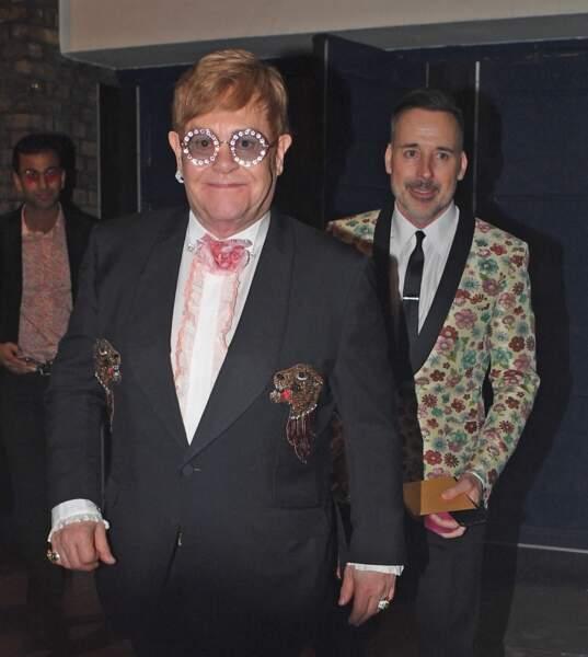 Elton John et son mari David Furnish sont des amis fidèles des Sussex. Toujours prêt à prendre la défense du couple, le chanteur très populaire est l'un de leurs meilleurs alliés.