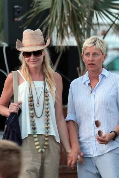 Autres stars médiatiques à faire partie des amis de Meghan Markle et du prince Harry, Ellen de Generes et son épouse Portia de Rossi. Confidente du couple, l'animatrice est également leur voisine.