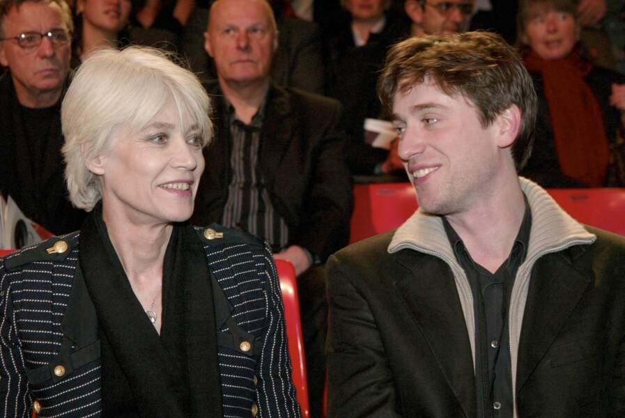 Frappée par la maladie, Françoise Hardy, aujourd'hui en rémission, peut compter sur le soutien de son fils, Thomas Dutronc