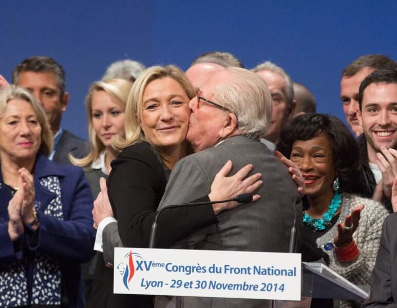 Jean-Marie et Marine Le Pen se sont autorisés un câlin