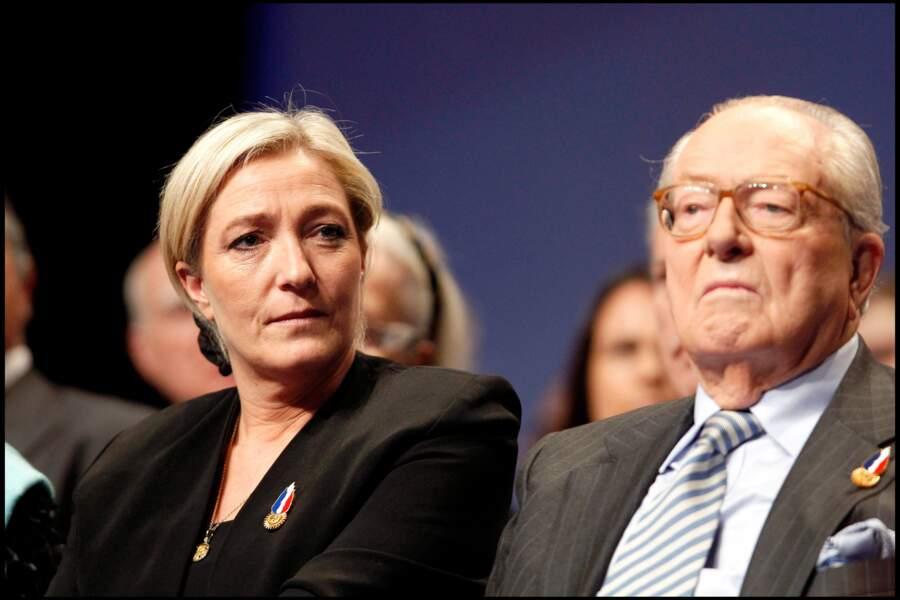 Jean-Marie et Marine Le Pen, toujours assis à côté