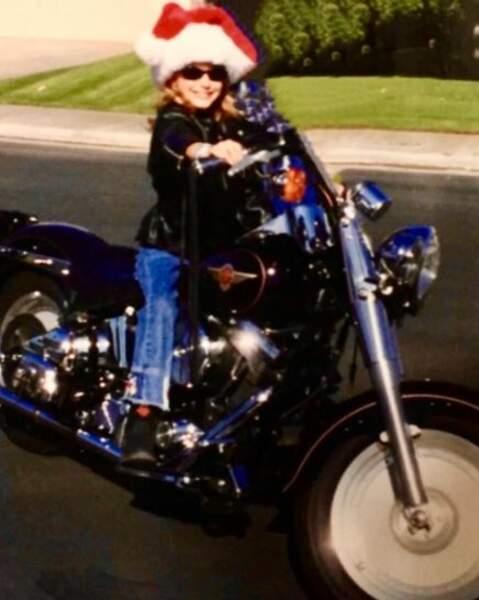 Née le 2 mars 1992, la fille du prince Albert II, Jazmin Grimaldi, est montée quelques années plus tard, à moto, avec un joli bonnet de Noël