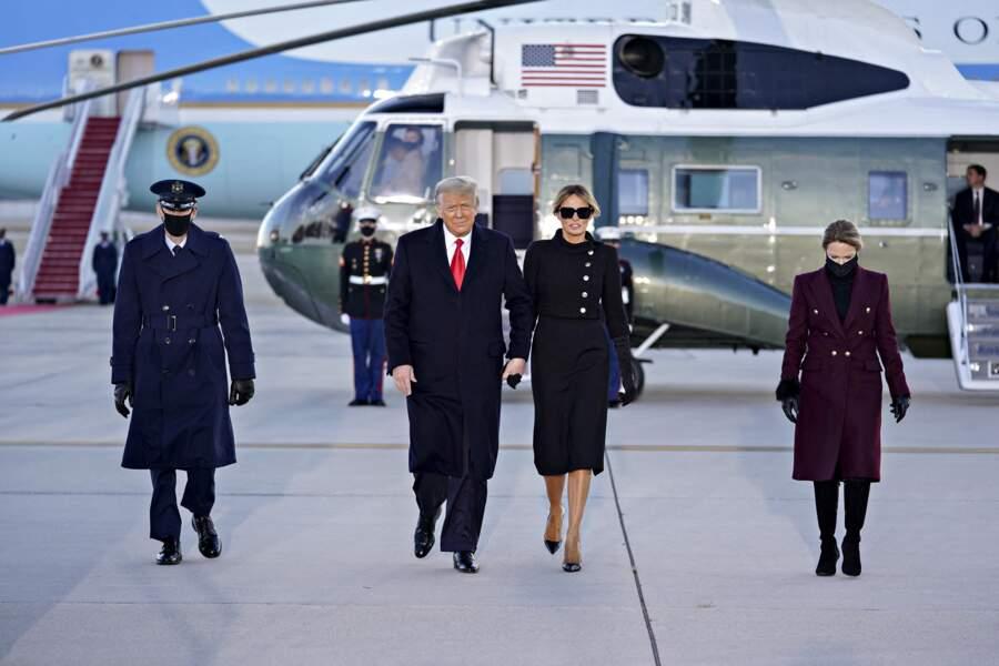 L'ancien président et Melania Trump sont montés à bord de l'hélicoptère Marine One, qui doit les emmener sur la base aérienne d'Andrews, d'où ils s'envoleront pour la Floride et leur nouvelle vie