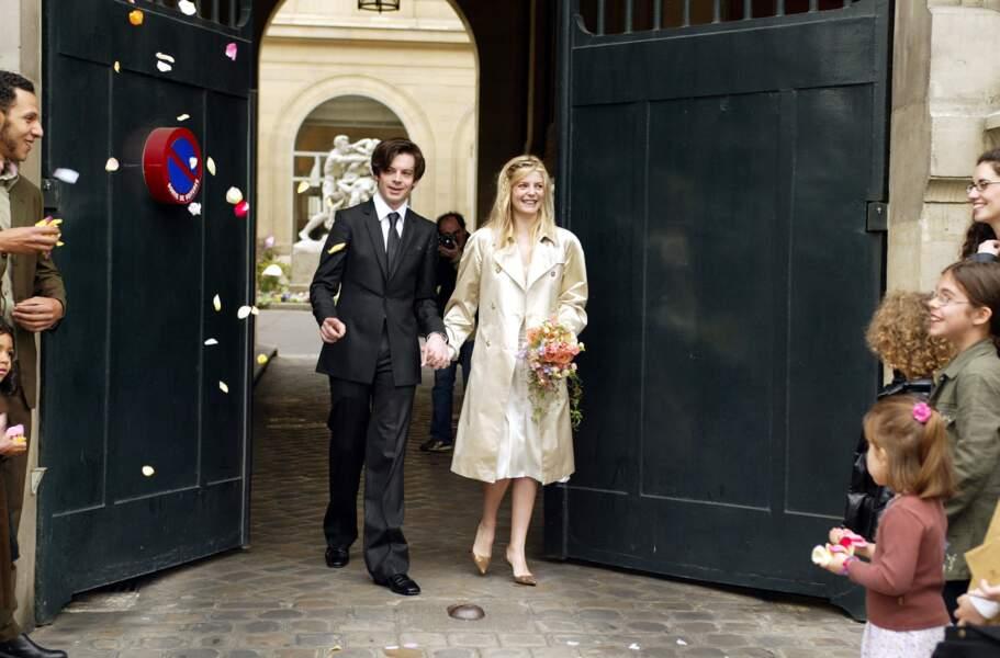 Benjamin Biolay lors de son mariage avec Chiara Mastroianni le 11 mai 2002 à la mairie du sixième arrondissement de Paris