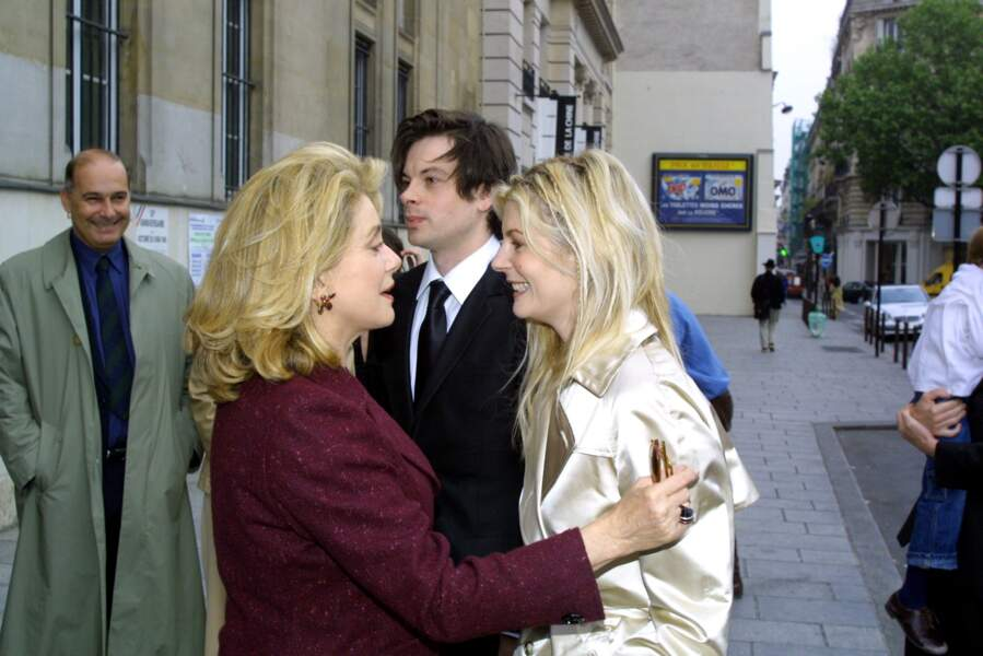 Catherine Deneuve au mariage de sa fille, Chiara Mastroianni, et Benjamin Biolay à Paris, le 11 mai 2002