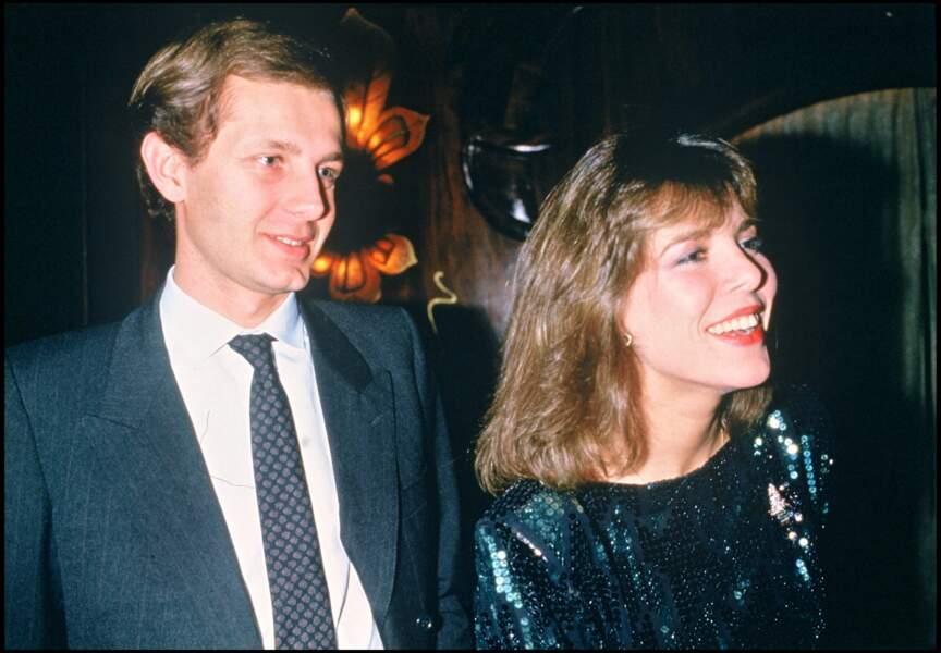 Le 29 décembre 1983 (soit quelques semaines après cette apparition au Cocktail de la maison Vogue à Paris, décembre 1983) Caroline de Monaco s'est remariée avec l'entrepreneur Stefano Casiraghi
