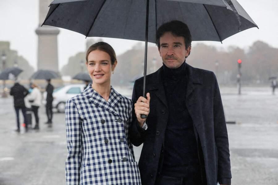 Natalia Vodianova et Antoine Arnault (ci-dessus au défilé Dior, au Jardin des Tuileries de Paris le 29 septembre 2020) sont inséparables depuis 2011