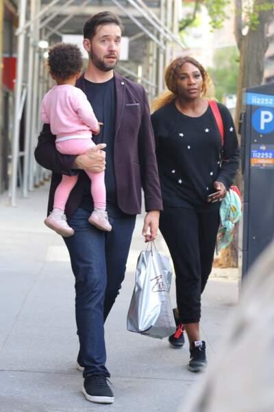 Serena Williams et Alexis Ohanian sont les parents d'une petite Alexis Olympia (ici, la famille est au complet lors d'une balade à New York le 7 mai 2019)