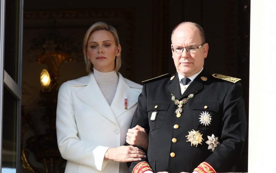 Charlène de Monaco et le prince Albert au balcon du palais princier pour la Fête nationale monégasque le 19 novembre 2019