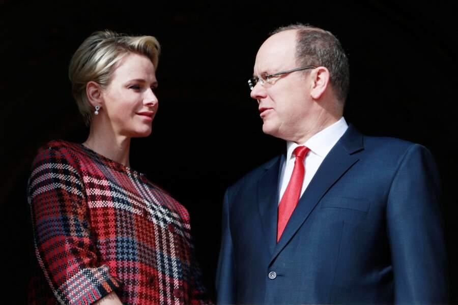 Charlène de Monaco et le prince Albert au balcon du palais le 27 janvier 2018