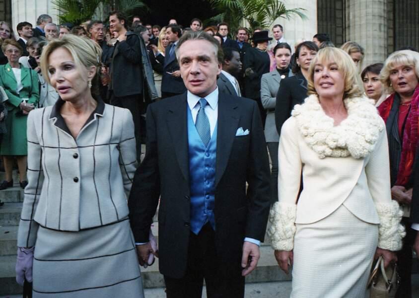 Ivana Gobbi, Michel Sardou et son ex-femme Élisabeth Haas au mariage de Romain Sardou et Francesca Gobbi en l'église La Madeleine à Paris le 16 octobre 1999