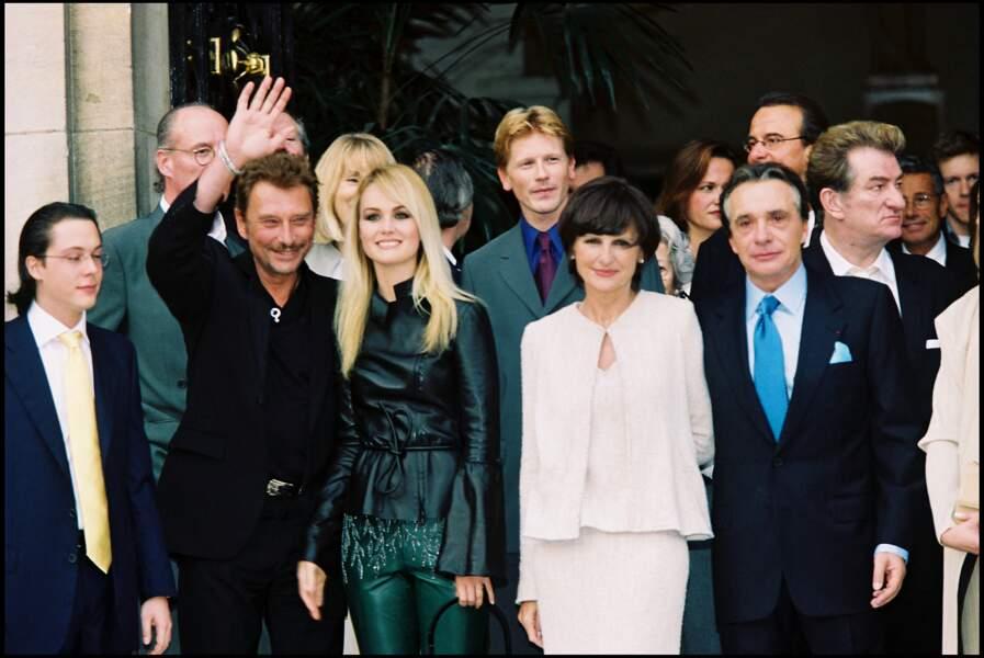 Michel Sardou et sa femme Anne-Marie Perier lors de leur mariage en 1999 avec Johnny Hallyday, Laeticia et Eddy Mitchell