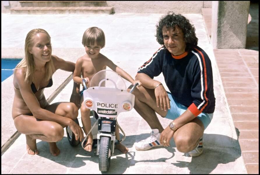 Michel Sardou, Babette et leur fils Romain à Saint-Tropez en 1977