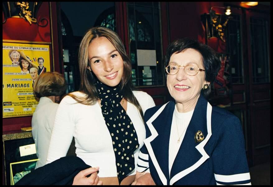 Vanessa Demouy, sa grand-mère et sa mère à la générale de la pièce 1 mariage pour 3, à Paris en 1997