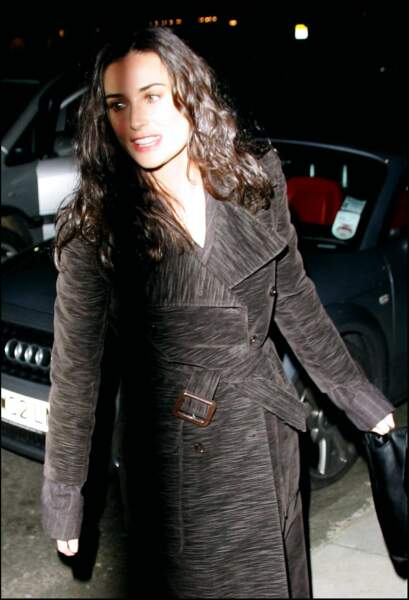 En 2004, Demi Moore assiste à une soirée du Centre de la Kabbale, à Londres, dans laquelle beaucoup de stars hollywoodiennes s'enrôlent dans les années 2000.