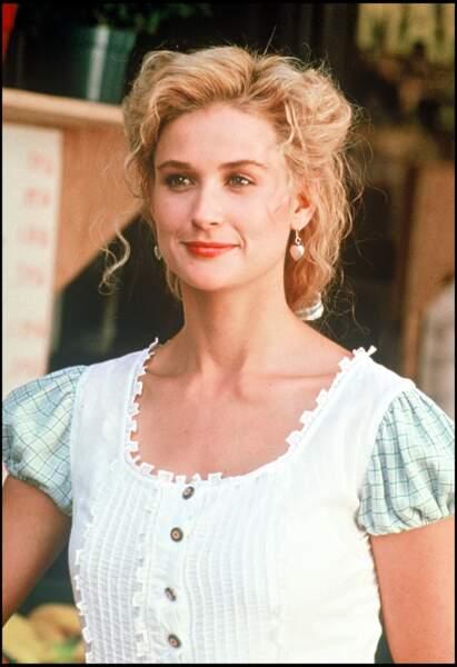 Demi Moore apparaît blonde dans le film La Femme du boucher en 1991.