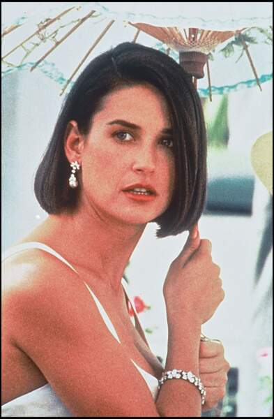 C'est avec un carré court que Demi Moore apparait en 1993 dans le film Proposition indécente, pour lequel elle joue la femme parfaite.
